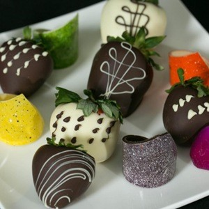 Chocolate Covered Strawberries add Champagne